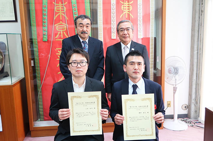 Front from left: Yamada and Yokoi. Back from left: then-Executive Vice President for Research Makoto Ando, then-President Yoshinao Mishima
