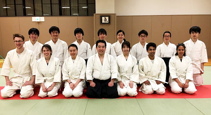 Winter Program participants with master (center) and members of Tokyo Tech's Aikido Club (second row)