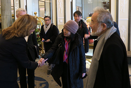 Ohsumi (right) and his wife (center) upon arrival at hotel