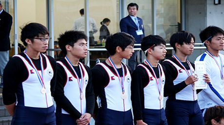Rowers on podium at 41st East Japan Rookie Competition