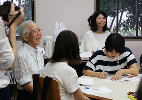 It's fun to study linguistics with Dr. Hideki Shirakawa, Nobel prize laureate in chemistry, at TokyoTech!