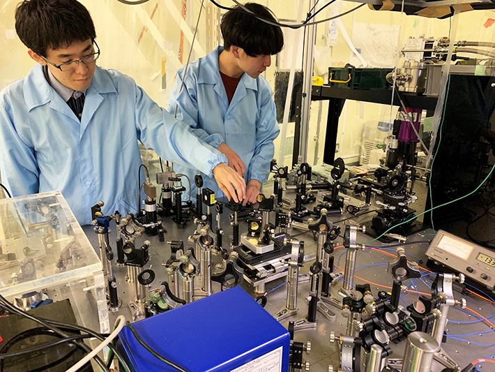 The research team member of Prof. Nakamura Laboratory at Tokyo Tech, work with the equipment used for the ultrafast dual pump-probe experiments. (Credit: Tokyo Tech)