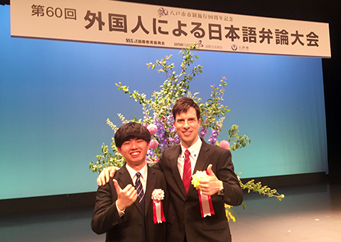 Loh (left) with Tokyo Tech lecturer and judge Patrick Harlan